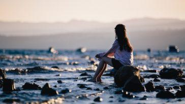 Viết cho những cô gái đang học cách buông bỏ nỗi đau