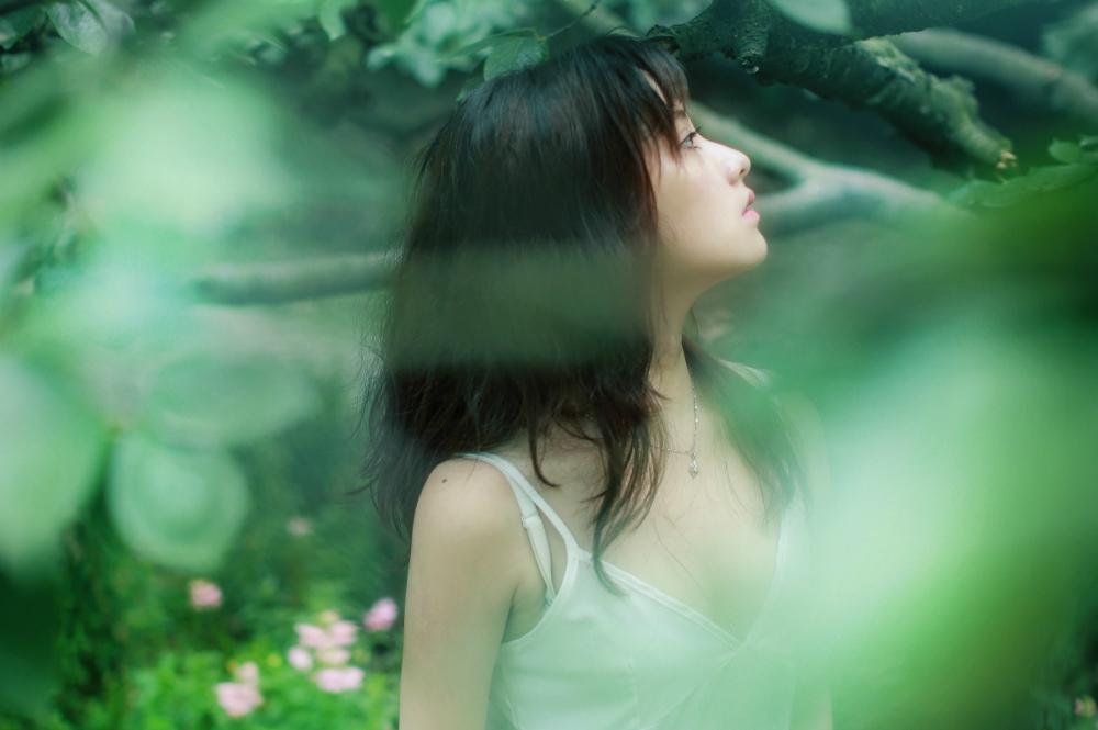 Kết quả hình ảnh cho phụ nữ hạnh phúc khi cô đơn