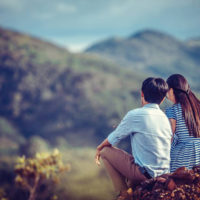 Hãy bên nhau khi bạn chẳng có gì nhiều trong tay...