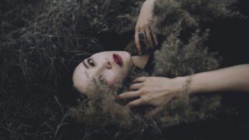 Một khi đàn bà im lặng là trái tim đã tổn thương đến tột cùng...