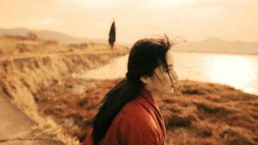 Khi đã quá tổn thương, thay vì khóc thì người ta chọn cách im lặng...