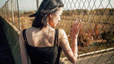 Phụ nữ càng sâu sắc nên thường khó yêu và khó hiểu...