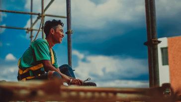 Đàn ông tuổi 25 - Đừng tìm tình yêu, hãy yêu tiền và vật chất