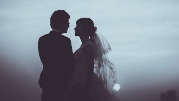 Đừng bao giờ coi hôn nhân như một canh bạc để đem ra đặt cược