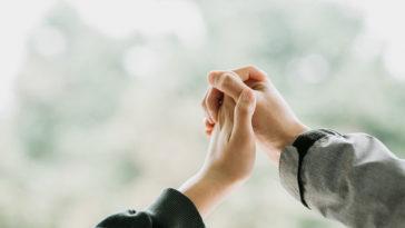 Vì em thương anh nên chúng mình hãy vì nhau cố gắng nhiều hơn nhé
