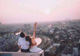 Yêu một người ở xa là em chấp nhận chờ vô điều kiện