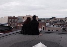 Em muốn chờ anh, chờ một ngày anh đến bên em