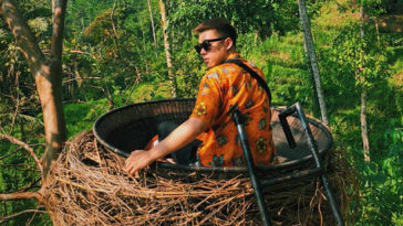 Mình tới Bali hẹn hò nhau được không em?