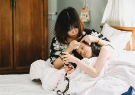 """Nghề làm mẹ với gánh nặng của sự """"quan tâm"""""""