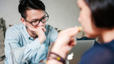 Phụ nữ cần làm gì khi phát hiện chồng ngoại tình?