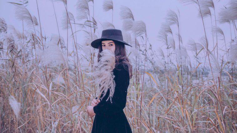Là con gái đừng bao giờ sống quá mộng mơ