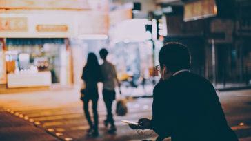 Người rời đi là người mạnh mẽ, nhưng người ở lại mới là người đáng để yêu