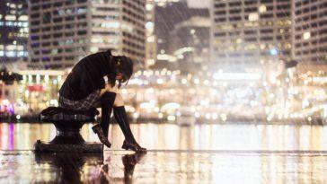 Cảm xúc của người con gái khi thất tình thế nào?