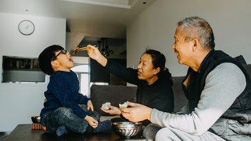 Kỷ niệm nào khiến bạn nhớ về ông nội, ông ngoại?