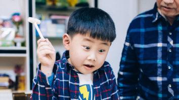 12 điều chẳng hay ho gì mà người lớn thường hay làm với trẻ em